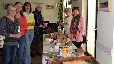 Besuch der Senioren der Gruppe Lichtenhagen/Warnemündebei der Biologin und Imkerin Frau Sakowski